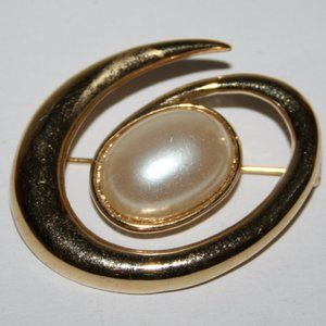 Vintage gold and pearl Avon brooch